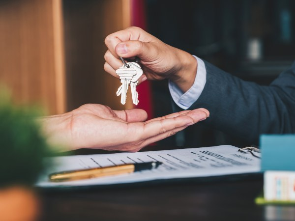 178: Is a tenant obliged to complete a lease with a new landlord under an agreement for lease with the old landlord?