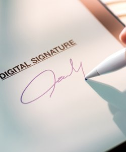 175: Can you sign a binding property contract using an electronic signature in an email?